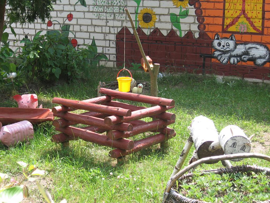 Как оформить детскую площадку своими руками на даче